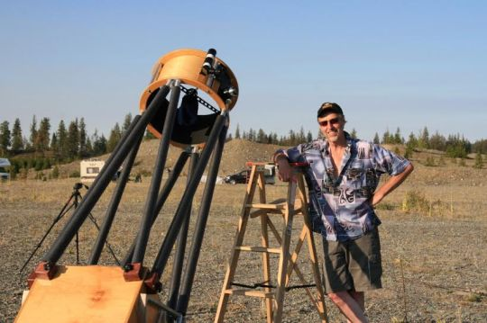 The author poses beside a 20-inch truss-tube Dobsonian. Photo by Paul Greenhalgh, Fraser Valley Astronomers Society